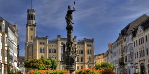 ZIttau: Marsbrunnen und Rathaus. Foto: taz-Archiv