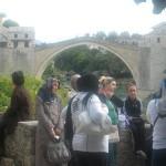 An der Alten Brücke in Mostar. Foto: Jörg Haberland
