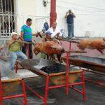 Straßengrillen auf Kuba. Foto: A. Biedenkapp