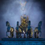 Die Quadriga auf dem Brandenburger Tor im Nebel. Foto: Konny Kellner