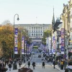 Belebte Straße in der Innenstadt
